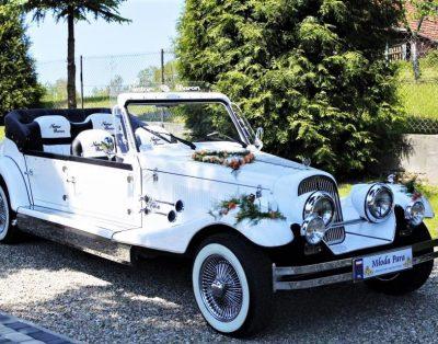 Klasyczny samochód na wesele