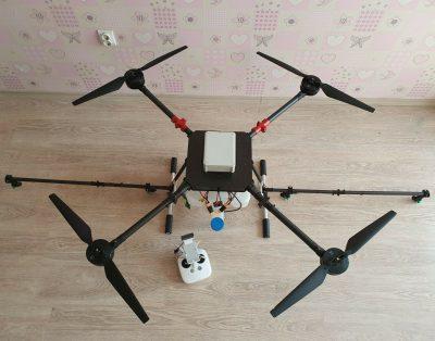 Dron do oprysku rolniczego