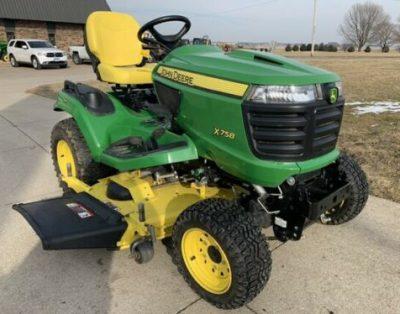 Traktor ogrodowy John Deere X758